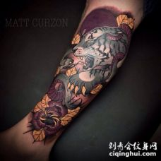 new school恶魔白虎和花朵手臂纹身图案