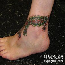 孔雀的羽毛彩色脚踝纹身图案