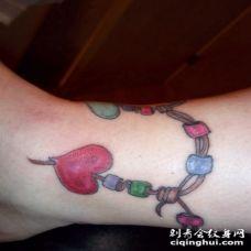 脚踝彩色的心形珠子脚链纹身图案