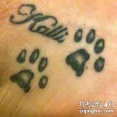 动物爪印和英文名字纹身图案