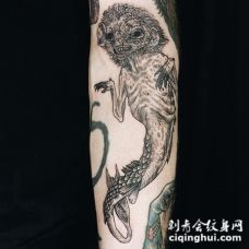 雕刻风格的黑色恶魔水下怪物纹身图案