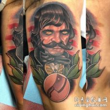 外国人纹身 男生手臂上彩色的外国人纹身图片