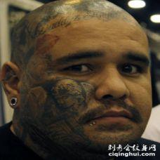 男性脸部个性的天使纹身图案