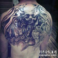 背部黑色墓地与骷髅和婴儿天使雕像纹身图案