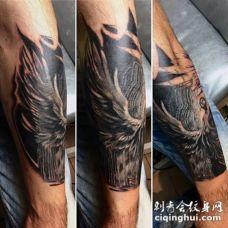 小臂雕刻风格黑白神秘天使纹身图案