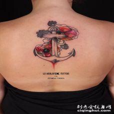 雕刻风格彩色花朵和船锚背部纹身图案