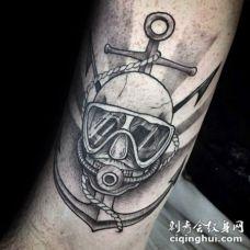 雕刻风格黑色船锚和潜水员面具纹身图案