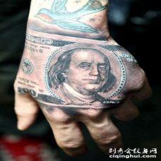 美式写实的比尔肖像手背纹身图案