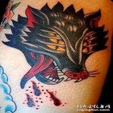 美式传统风格的地狱犬彩色手臂纹身图案