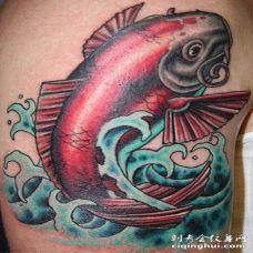 惊人的日本锦鲤彩色纹身图案