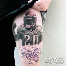 大腿彩色的美式橄榄球运动员纹身图案