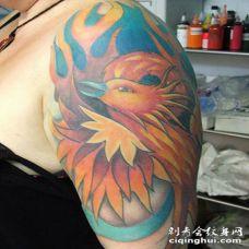 惊人的彩色凤凰艺术手臂纹身图案