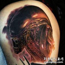 看起来非常逼真的邪恶外星生物大腿纹身图案