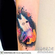 手臂抽象风格的彩色神秘生物纹身图案