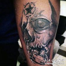 3D黑色的骷髅与五角星标志手臂纹身图案