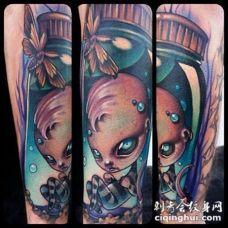 小臂3D风格的彩色蝴蝶和男孩娃娃纹身图案