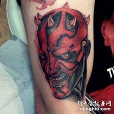 手臂卡通风格的3D彩色邪恶怪物纹身图案