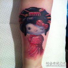 手臂3D彩色的可爱艺妓娃娃纹身图案