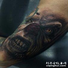 手臂3D风格彩色的邪恶怪物小丑纹身图案