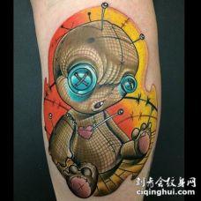 小腿奇妙的3D巫毒娃娃五彩纹身图案