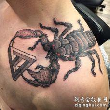 肩部3D彩色的神秘恶魔蝎子和几何纹身图案