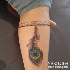 小腿孔雀羽毛彩绘纹身图案