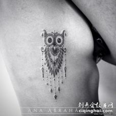 侧腰猫头鹰装饰小清新纹身图案