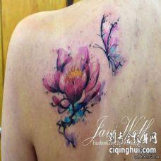 背部莲花蝴蝶水彩泼墨纹身图案
