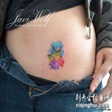 腹部彩色泼墨五角星纹身图案