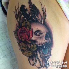 大腿欧美性感骷髅花卉宝石纹身图案