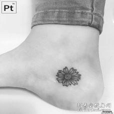脚部小清新菊花纹身图案