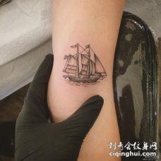 大臂欧美小清新点刺帆船纹身图案
