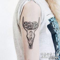 大臂羚羊骷髅玫瑰点刺纹身图案