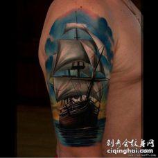 男性大臂欧美彩色帆船tattoo纹身图案