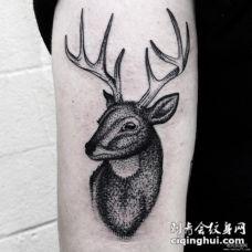 大臂鹿黑灰点刺school纹身图案