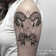 大臂羚羊几何花蕊tattoo纹身图案