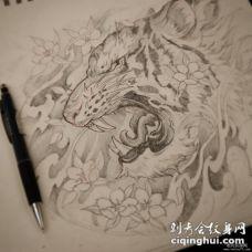 传统老虎和花蕊纹身图案手稿