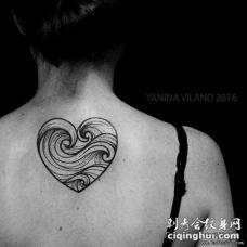 女生背部心形海浪小清新纹身图案