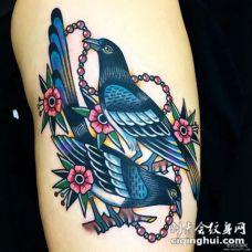 大腿school鸽子花蕊和项链纹身图案