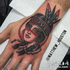 手背彩色old school女郎纹身图案