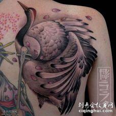背部彩绘艺妓鹤纹身图案