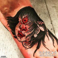 脚部恐怖的妖怪纹身图案