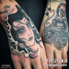 手背艺妓和骷髅纹身图案