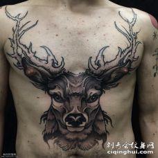 胸前大面积麋鹿头纹身图案