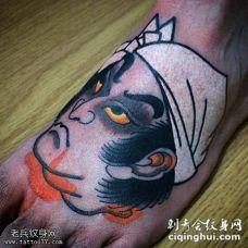 脚部生首彩色纹身图案