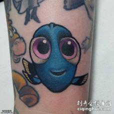小腿上可爱的卡通鱼纹身图案