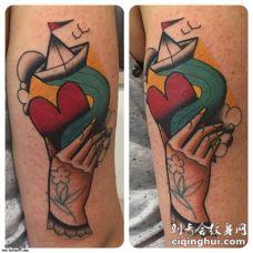 彩色school手爱心船纹身图案