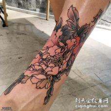 脚踝处牡丹花纹身图案
