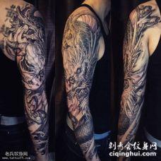 花臂精致黑白传统龙纹身图案