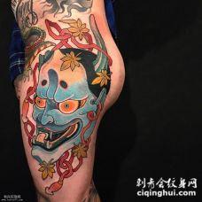 大腿到腰部个性独特的般若纹身图案